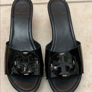 Tory Burch Patent leather black wedge sandal